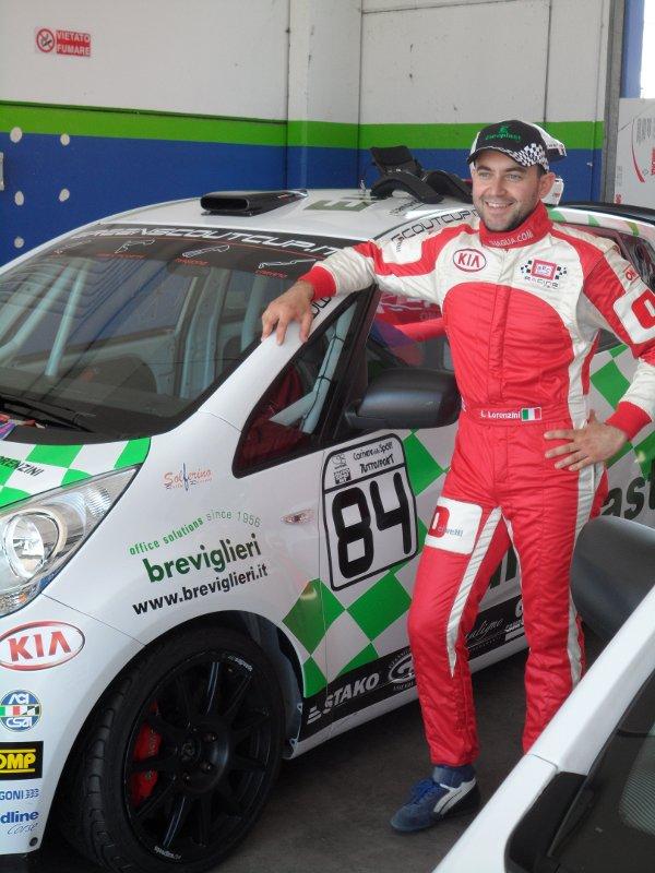 Luca Lorenzini ai box della Green Scout Cup